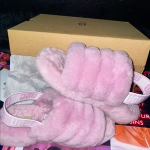 UGG SLIPPERS. SIZE 6